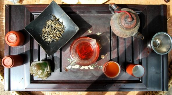 Artisan-Schwarztee aus Jing Gu, Yunnan in Zubereitung